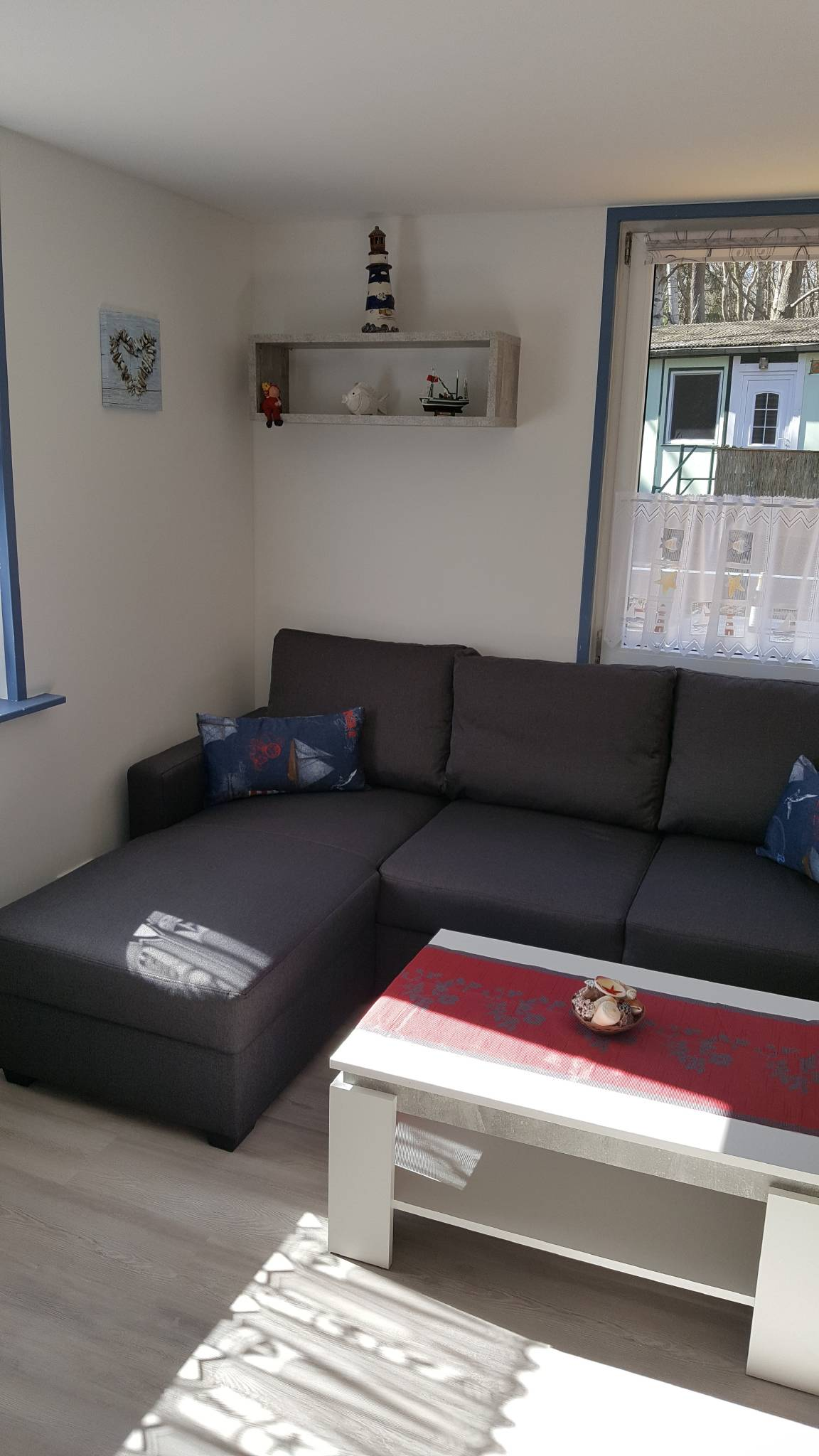 der Wohnbereich mit Sat-TV