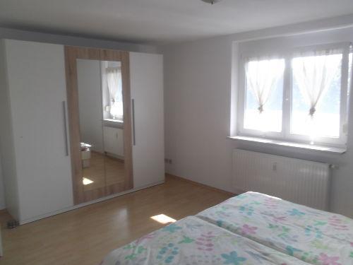 Schlafzimmer 1-1