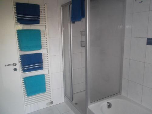 Dusche u. Badewanne