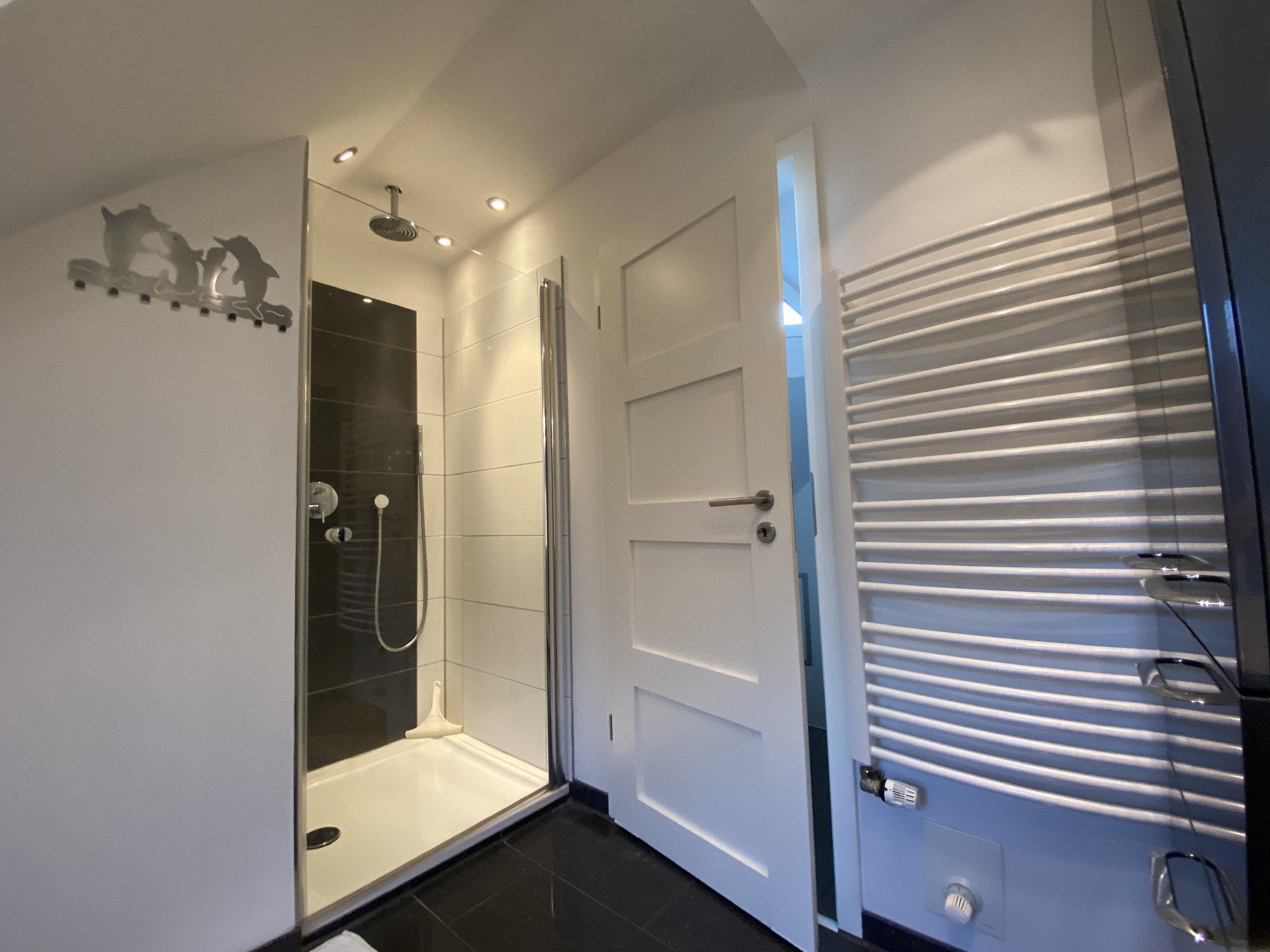 Duschbad Handtuchwärmer Fußbodenheizung