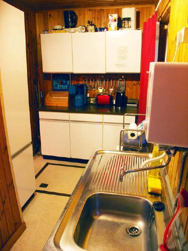Küchenzeile mit allem, was Sie brauchen
