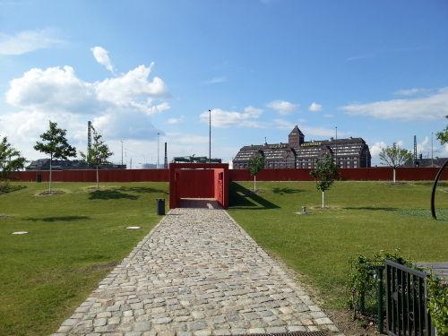 neuer Park mit Blick auf den Westhafen