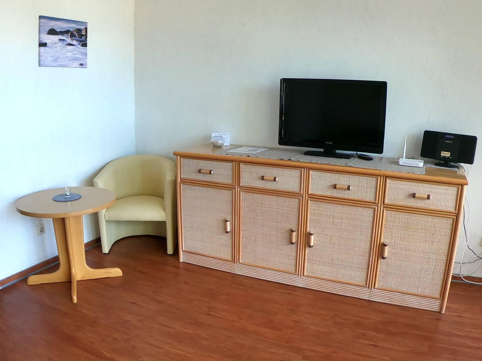 Wohnzimmer, Sideboard, TV, Stereo