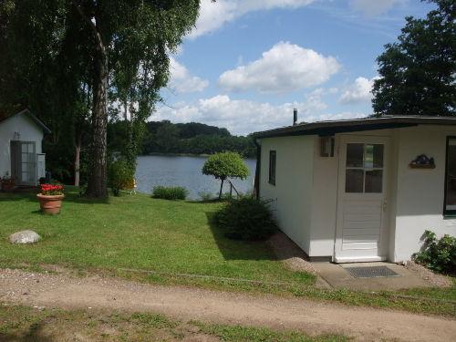 Kleines Ferienhaus, idyllisch am See gel