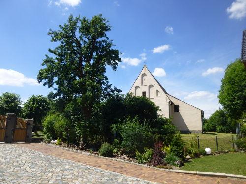 Blick auf die von Kirche Groß Oßnig