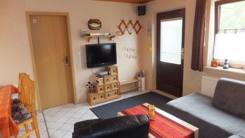 Wohnzimmer mit Flachbildschirm-TV
