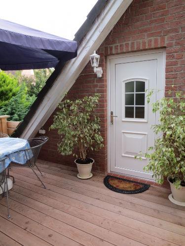 Terrasse mit Eingangsbereich