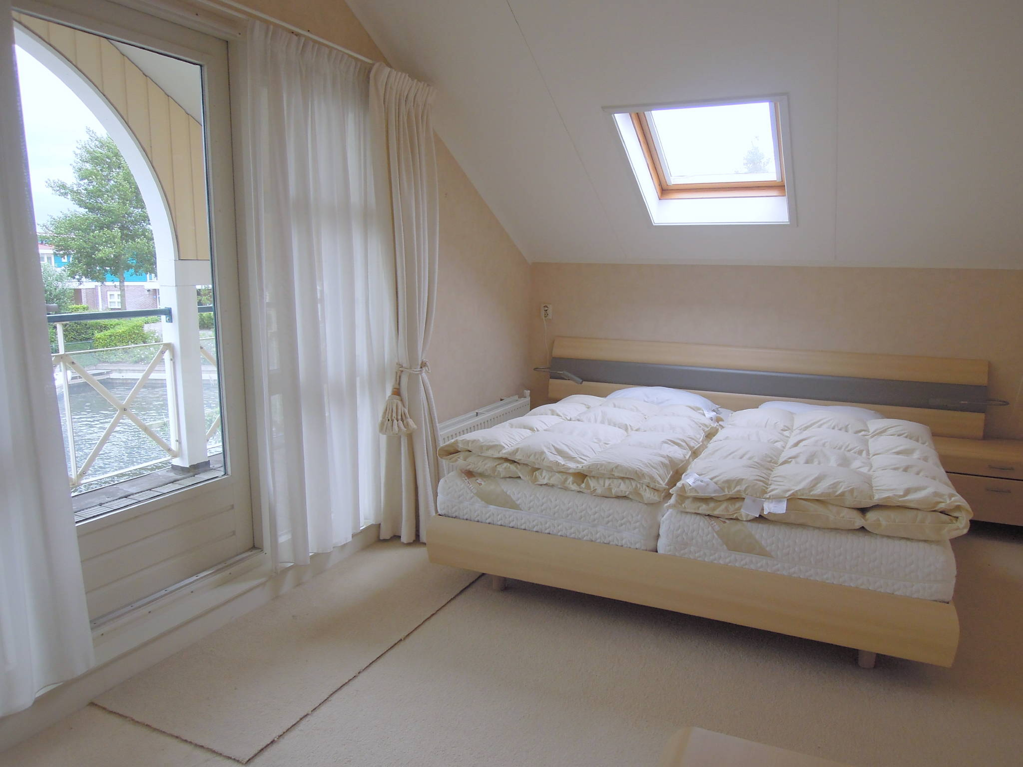 Das Elternschlafzimmer mit Loggia