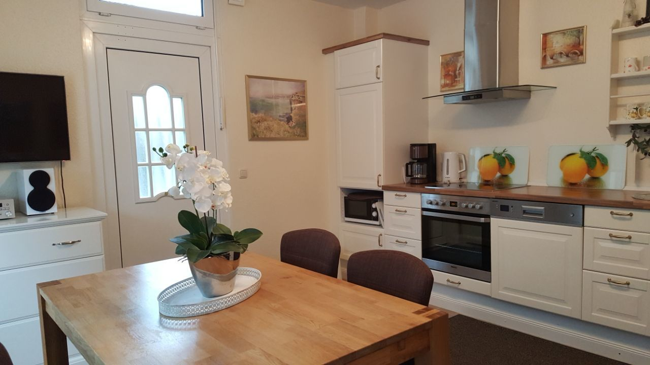 Wohnküche, TV, Eingang