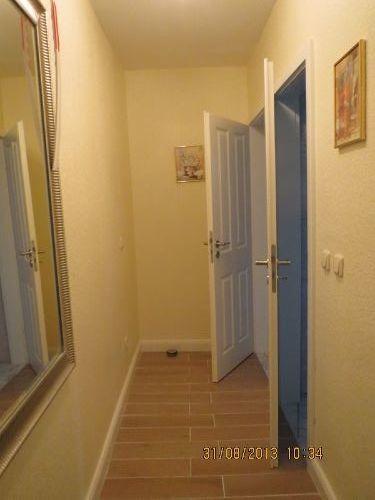 Flur mit Gäste-WC u. Dusch-/Waschraum