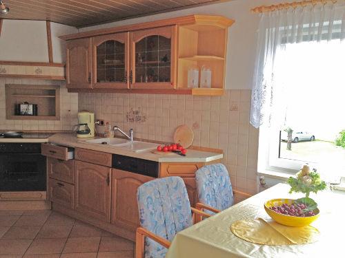 separate Küche mit Herd & Geschirrspüler