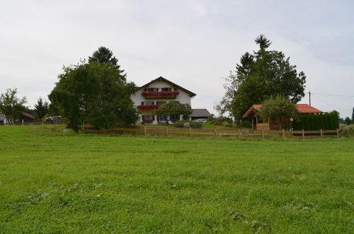 Wohnhaus mit integrierter Ferienwohnung