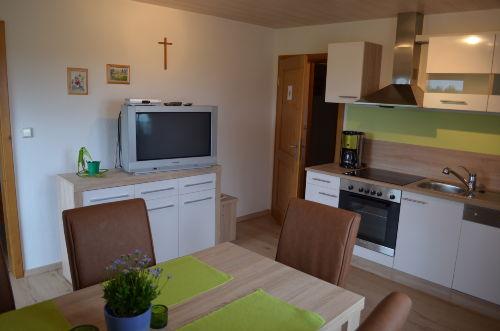 Wohnküche mit Fernseher
