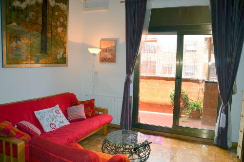 Wohnzimmer mit Ausgang auf Terrasse