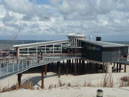 Die neue Strandbar am Strand von Buren