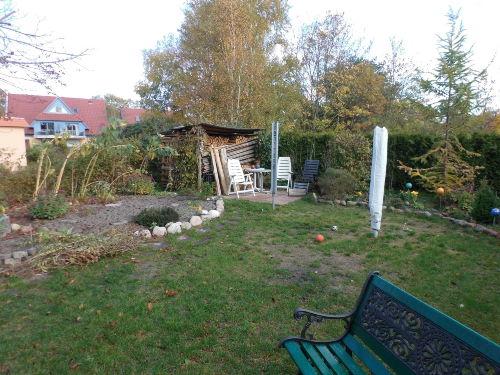 Blick in den Garten mit Terrasse 2
