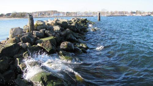Steinmole vor der Schilkseer-Badebucht