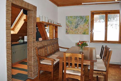 Ferienwohnung Engel, Küche und Esstisch