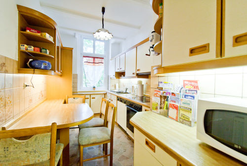 Rustikale Wohnküche mit Geschirrspüler