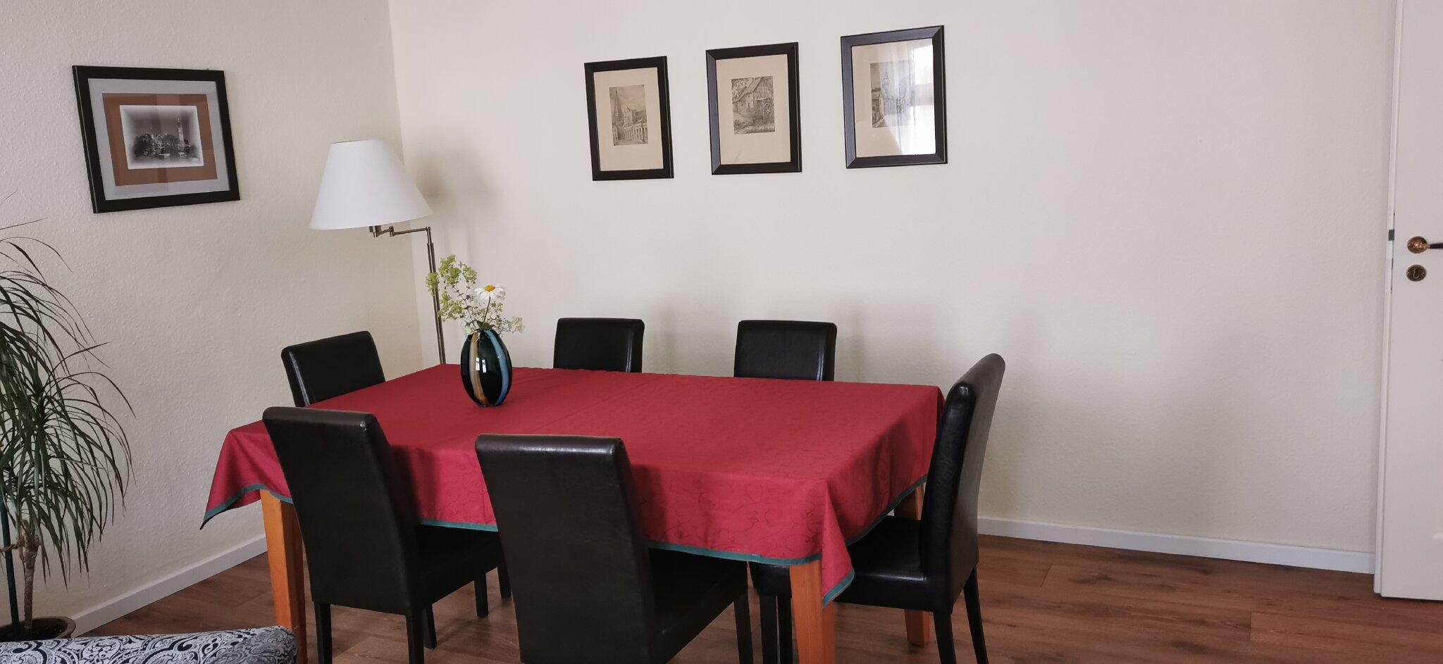 Eßplatz im Wohnzimmer