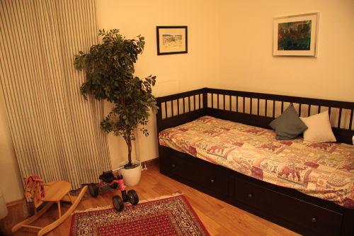 Kinderzimmer mit Rollbett + Kinderbett
