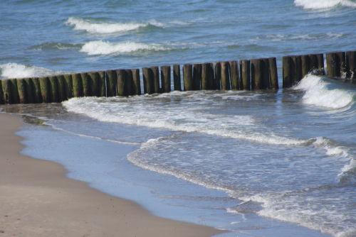 Wellenspiel am Strand von Nienhagen