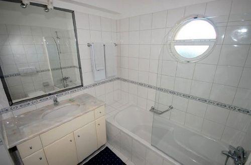 schöne Badezimmer mit Marmor