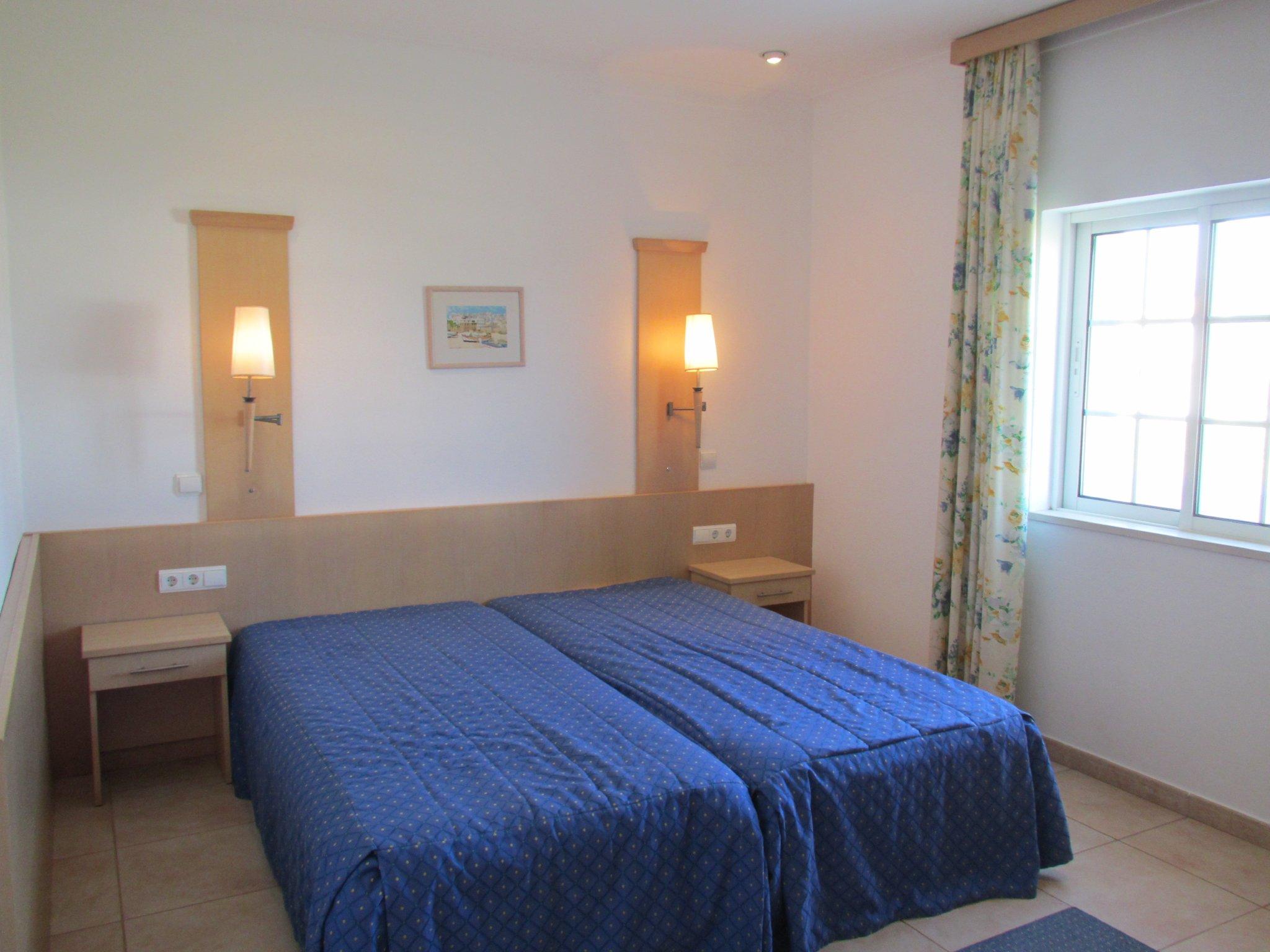 ein Schlafzimmer in blau