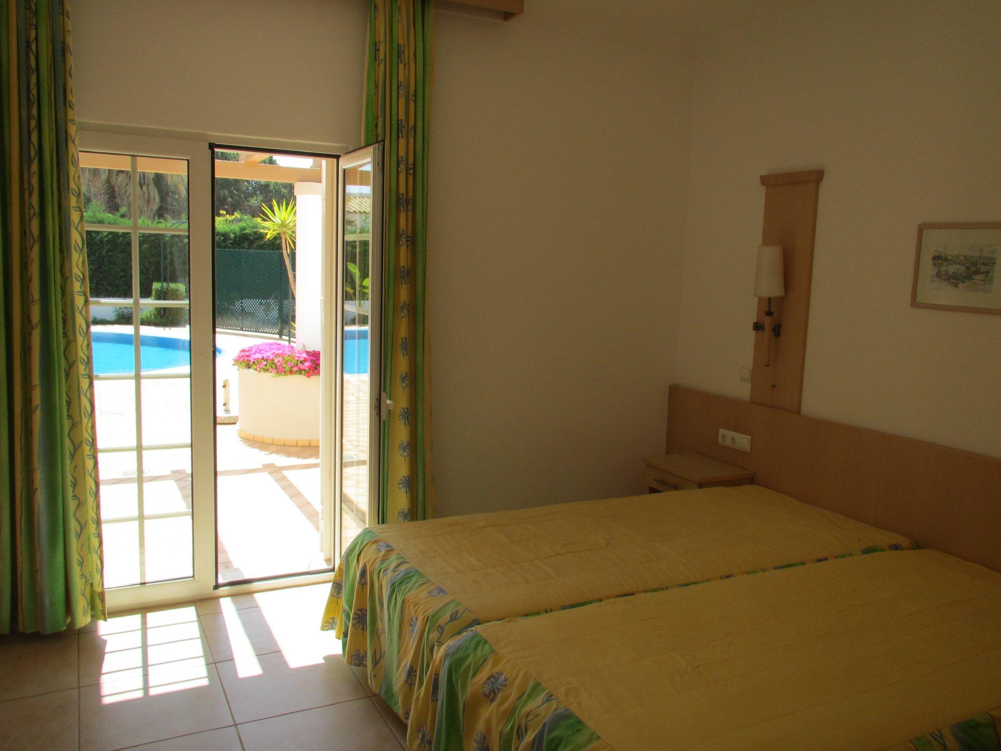 ein Schlafzimmer in gelb