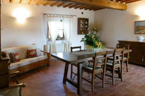 Eß - und Wohnbereich im Apartment Sambuc