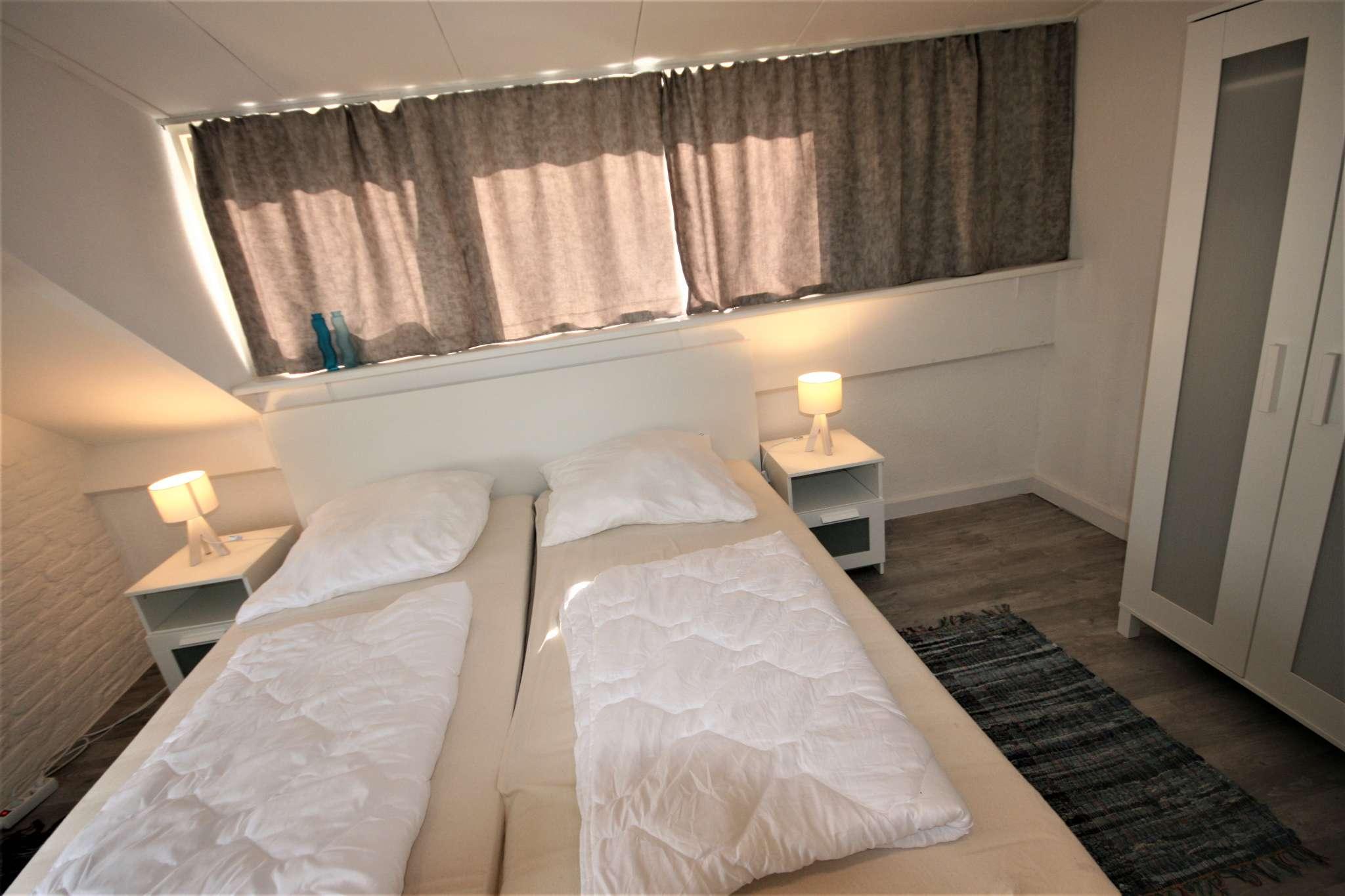 4 Schlafzimmer mit Doppelbett