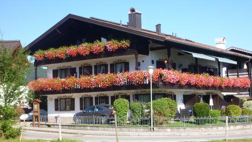 Fr�hlingshof im Sommer