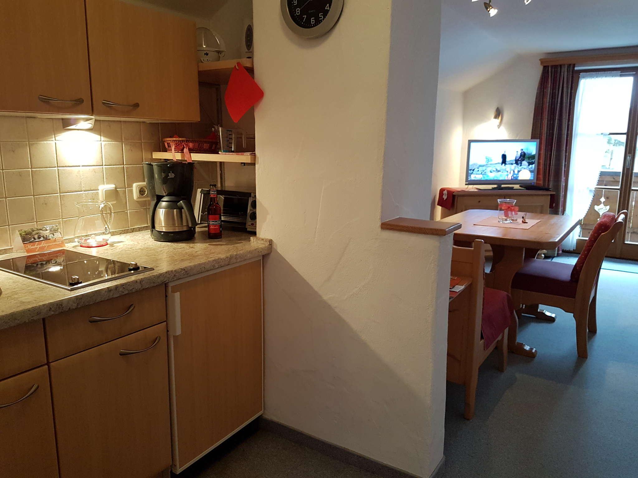 Kochecke mit Blick zum Wohnraum