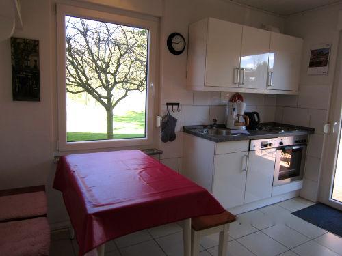 Küche mit anliegender Terrasse