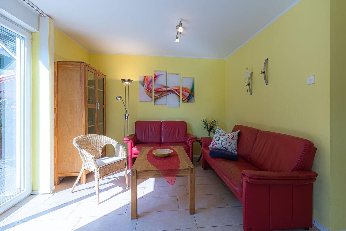 Küche mit Ceranfeld, Ofen, Spülmaschine