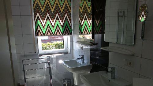 Badezimmer 1 (mit Dusche und WC)