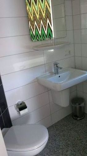 Badezimmer 2 (mit Dusche und WC)