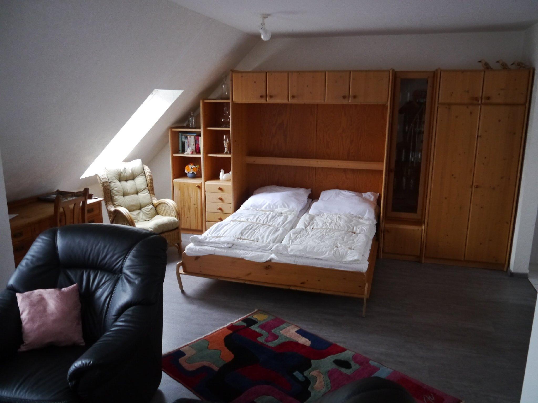 Schrankwand mit zusätzlichem Doppelbett