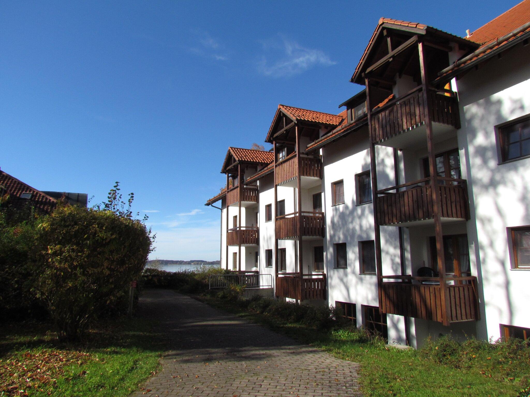 Wohnung mit gelbem Sonnenschirm