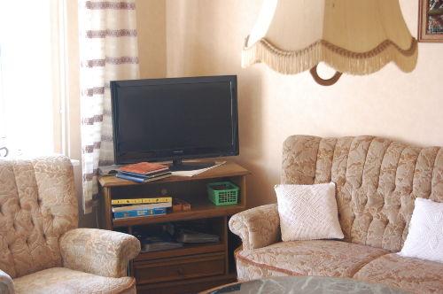 Wohnzimmer mit vielen Sitzplätzen
