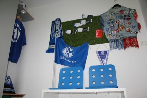 Fan Ecke im Schalke Zimmer