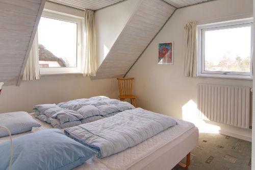Ein helles Schlafzimmer