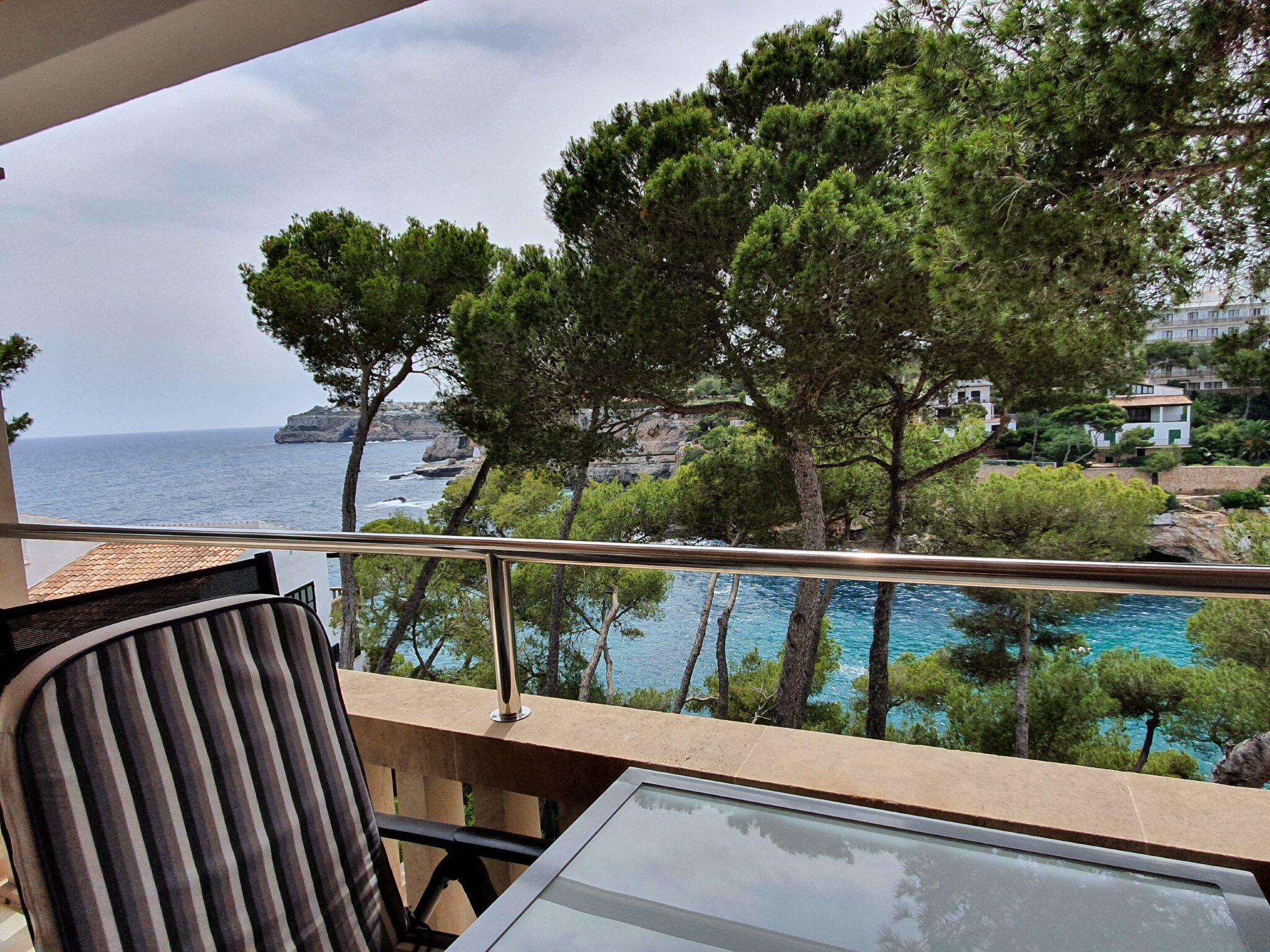 Terrasse mit Sicht auf die Bucht