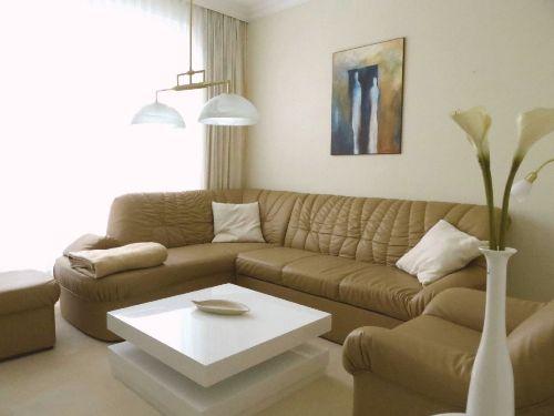 Abend-Wohnzimmer mit Westsonne