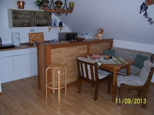 K�chenzeile mit Tisch
