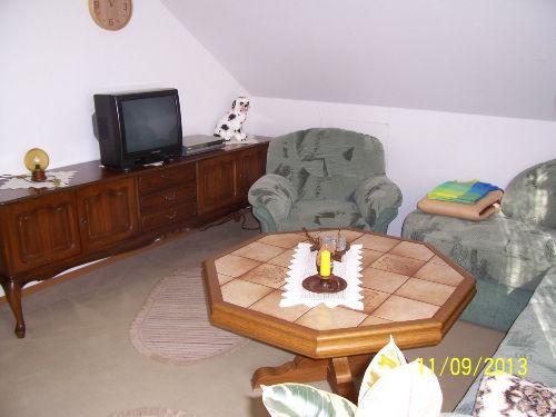 Fernsehzimmer mit Fernseher