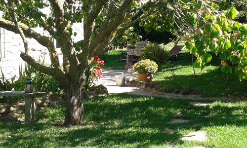 Im Garten , Hobbithaus