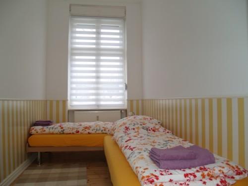 Schlafzimmer, links