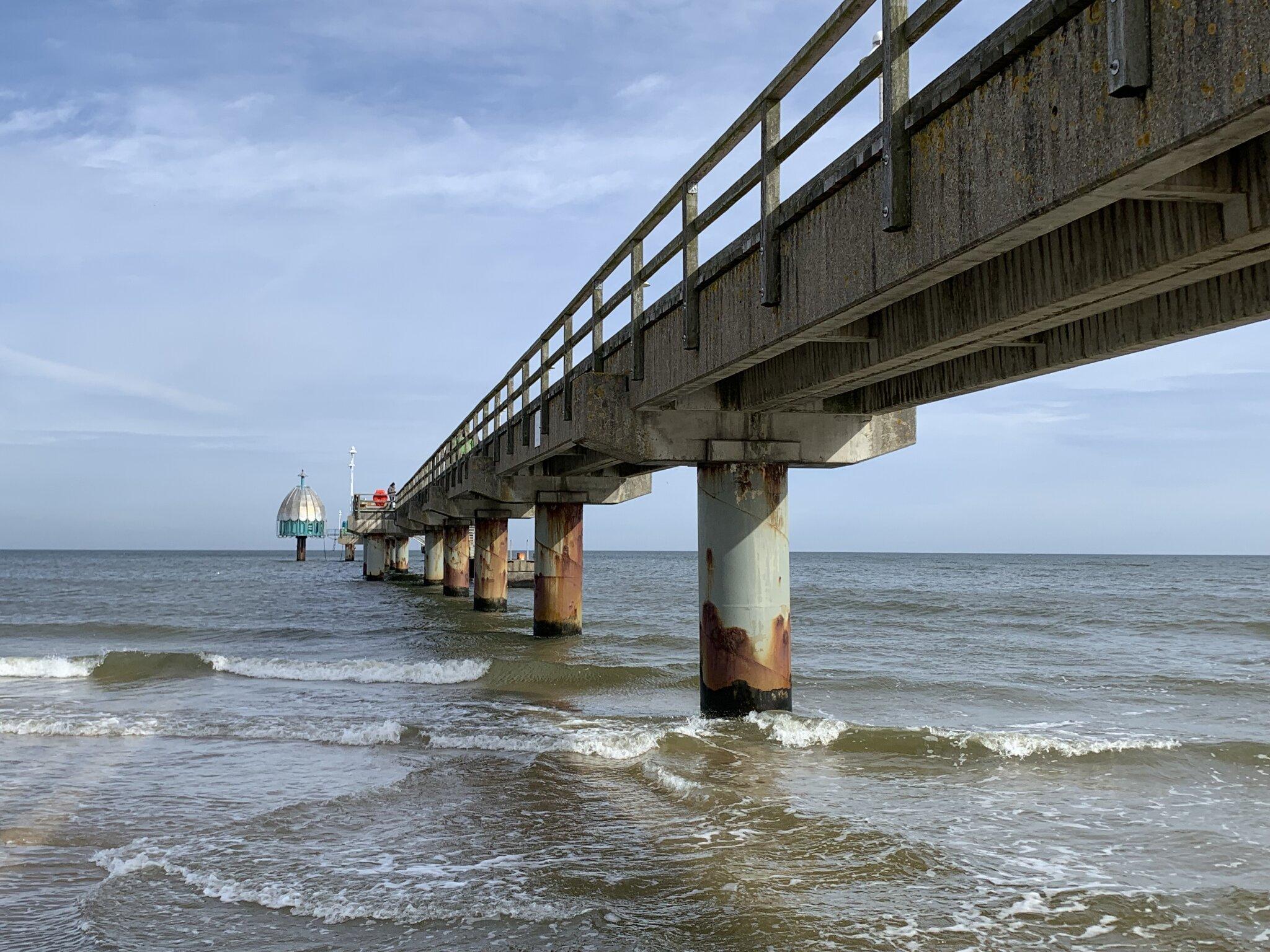 Seebrücke mit Tauchglocke