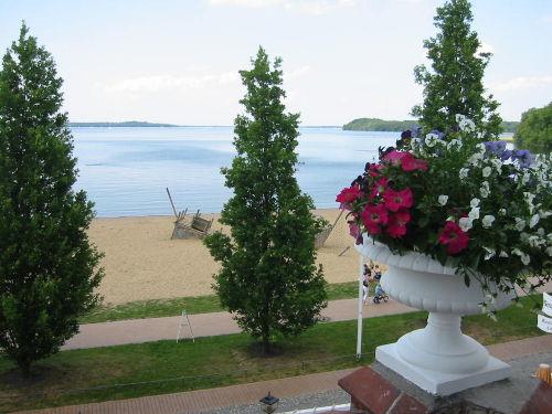 Blick vom Balkon zum Strand und See